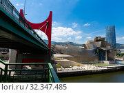 Bilbao, Spain - July 16, 2019: Guggenheim Museum Bilbao and Puente de La Salve. Редакционное фото, фотограф Яков Филимонов / Фотобанк Лори