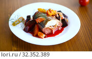 Fish stew with beets and other vegetables in a plate. Стоковое видео, видеограф Peredniankina / Фотобанк Лори