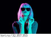 Купить «woman in wig and black sunglasses sending air kiss», фото № 32357353, снято 30 сентября 2019 г. (c) Syda Productions / Фотобанк Лори