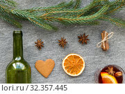 Купить «mulled wine, orange slices, gingerbread and spices», фото № 32357445, снято 4 октября 2018 г. (c) Syda Productions / Фотобанк Лори