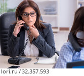 Купить «Injured employee visiting lawyer for advice on insurance», фото № 32357593, снято 10 апреля 2018 г. (c) Elnur / Фотобанк Лори