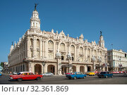 Купить «Street view featuring Great Theatre of Havana (Gran Teatro de La Habana) in Havana, Cuba, West Indies, Caribbean, Central America», фото № 32361869, снято 28 мая 2017 г. (c) age Fotostock / Фотобанк Лори