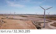 Купить «Top view of large wind power plants on field», видеоролик № 32363285, снято 16 июня 2019 г. (c) Яков Филимонов / Фотобанк Лори