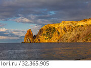 Scenic view from Jasper beach near St. George Monastery to Cape Fiolent in sunny summer day. Rocky coast black sea and cliff, Sevastopol, Crimea, Russia, Ukraine. Landscape Mountains surround the bay. (2019 год). Редакционное фото, фотограф Алексей Ширманов / Фотобанк Лори