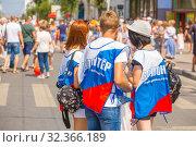 "Купить «Russia, Samara, July 2019: Volunteers at the ""Fair of Tastes"" festival. Text in Russian: Volunteer Samara Region», фото № 32366189, снято 27 июля 2019 г. (c) Акиньшин Владимир / Фотобанк Лори"