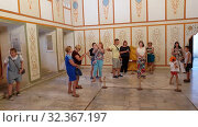 Bakhchisaray, Crimea - July 2.2019. People Divan Hall - State Council Meeting Room - in the Khan Palace. Редакционное видео, видеограф Володина Ольга / Фотобанк Лори