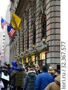 Купить «New York before Christmas. People on festive street. New York City, USA», фото № 32367577, снято 16 декабря 2017 г. (c) Валерия Попова / Фотобанк Лори