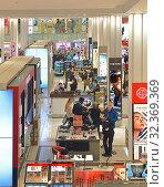 Купить «R. H. Macy and Company Store. Lady happiness - Cosmetics and  Fragrances department on ground floor. New York City, USA», фото № 32369369, снято 12 мая 2019 г. (c) Валерия Попова / Фотобанк Лори