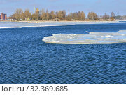 Купить «Cold waves of Baltic Sea. Helsinki, Finland», фото № 32369685, снято 25 марта 2018 г. (c) Валерия Попова / Фотобанк Лори