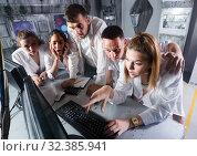 Купить «Five adults solving conundrums together in quest room in view as abandoned lab», фото № 32385941, снято 6 июля 2017 г. (c) Яков Филимонов / Фотобанк Лори