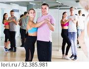 Dancing couples learning salsa at dance class. Стоковое фото, фотограф Яков Филимонов / Фотобанк Лори