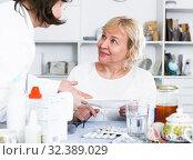 Купить «MAture woman and doctor», фото № 32389029, снято 14 ноября 2017 г. (c) Яков Филимонов / Фотобанк Лори