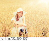 Купить «happy young woman in sun hat on cereal field», фото № 32390837, снято 31 июля 2016 г. (c) Syda Productions / Фотобанк Лори