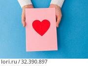 Купить «hands holding greeting card with heart», фото № 32390897, снято 12 декабря 2018 г. (c) Syda Productions / Фотобанк Лори