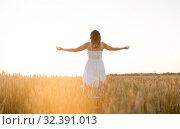 Купить «happy woman enjoying freedom on cereal field», фото № 32391013, снято 26 июля 2019 г. (c) Syda Productions / Фотобанк Лори