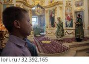 Купить «Праздничная литургия в Свято-Духовом храме села Шкинь», эксклюзивное фото № 32392165, снято 17 июня 2019 г. (c) Дмитрий Неумоин / Фотобанк Лори