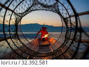 Купить «Intha leg rowing fisherman viewed through net on Inle Lake, Shan State, Myanmar (Burma), Asia», фото № 32392581, снято 23 февраля 2018 г. (c) age Fotostock / Фотобанк Лори