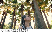 Woman looking at palm trees. Стоковое видео, видеограф Илья Шаматура / Фотобанк Лори