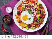 Купить «nachos with a fried sunny side up egg, ham, tomato», фото № 32396461, снято 13 сентября 2019 г. (c) Oksana Zh / Фотобанк Лори