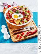 Купить «chilaquiles with a fried egg on a plate», фото № 32396477, снято 13 сентября 2019 г. (c) Oksana Zh / Фотобанк Лори