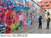 Купить «Туристы у знаменитой стены Джона Леннона в Праге,Чехия», фото № 32396633, снято 22 января 2019 г. (c) Ольга Коцюба / Фотобанк Лори