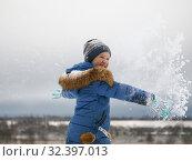 Купить «Joyful child throws snow. Winter, fun outdoor games», фото № 32397013, снято 14 ноября 2019 г. (c) Ирина Козорог / Фотобанк Лори