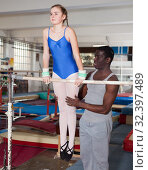 Купить «Coach training teenage girl», фото № 32397489, снято 17 января 2019 г. (c) Яков Филимонов / Фотобанк Лори