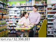 Купить «Happy woman and daughter with shopping cart», фото № 32398881, снято 5 января 2017 г. (c) Яков Филимонов / Фотобанк Лори