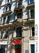 Altbau mit Logo des ÖGB über dem Eingang. Стоковое фото, фотограф Zoonar.com/Erwin Wodicka / age Fotostock / Фотобанк Лори