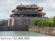 Купить «Императорские полуденные ворота запретного города облачным днем. Вид сбоку. Хюэ, Вьетнам», фото № 32406085, снято 8 января 2016 г. (c) Виктор Карасев / Фотобанк Лори