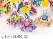 Купить «Russia, Samara, March 2019: Disposable Shrovetide dolls prepared for burning at the winter farewell festival.», фото № 32406121, снято 10 марта 2019 г. (c) Акиньшин Владимир / Фотобанк Лори
