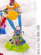 Купить «Russia, Samara, March 2019: Disposable Shrovetide dolls prepared for burning at the winter farewell festival.», фото № 32406129, снято 10 марта 2019 г. (c) Акиньшин Владимир / Фотобанк Лори