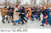 Купить «Russia, Samara, March 2019: Shrovetide. National holiday on the wires of winter. Battle of Stenos. Competition of men from wall to wall. Fist fights.», фото № 32406305, снято 10 марта 2019 г. (c) Акиньшин Владимир / Фотобанк Лори