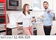 Купить «Couple discussing in furnishing store», фото № 32406929, снято 11 апреля 2018 г. (c) Яков Филимонов / Фотобанк Лори