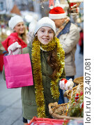Teenage girl with Christmas balls. Стоковое фото, фотограф Яков Филимонов / Фотобанк Лори