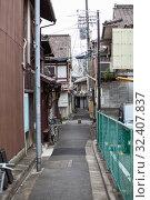 Купить «Narrow backstreets is in city during the day. Asphalt empty road without mark and lines between buildings. Kyoto, Japan», фото № 32407837, снято 12 апреля 2013 г. (c) Кекяляйнен Андрей / Фотобанк Лори