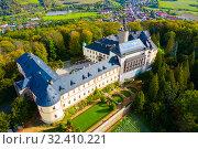 Купить «Panoramic view from drone of castle Zbiroh», фото № 32410221, снято 10 октября 2019 г. (c) Яков Филимонов / Фотобанк Лори