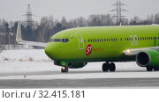 Купить «Boeing 737 taxiing before departure», видеоролик № 32415181, снято 22 января 2017 г. (c) Игорь Жоров / Фотобанк Лори