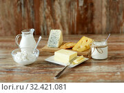 Купить «cottage cheese, crackers, milk, yogurt and butter», фото № 32421081, снято 16 августа 2018 г. (c) Syda Productions / Фотобанк Лори