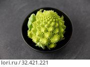 Купить «close up of romanesco broccoli in bowl», фото № 32421221, снято 12 апреля 2018 г. (c) Syda Productions / Фотобанк Лори