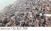 Aerial view of the spanish city of Badalona. Barcelona, Spain (2019 год). Стоковое видео, видеограф Яков Филимонов / Фотобанк Лори