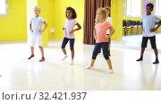 Купить «Children learn dance movements in dance class», видеоролик № 32421937, снято 28 мая 2020 г. (c) Яков Филимонов / Фотобанк Лори