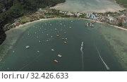 Paradise Phi-Phi Island atural reservation in Thailand 4K Drone flight. Стоковое видео, видеограф Aleksejs Bergmanis / Фотобанк Лори