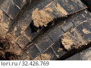 Купить «Close-up view of old used rubber mud terrain tire with worn wear-resistant tread. Black muddy off-road tire on 4x4 truck», фото № 32426769, снято 12 сентября 2019 г. (c) А. А. Пирагис / Фотобанк Лори