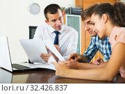 Купить «Family and banking agent discussing», фото № 32426837, снято 15 декабря 2019 г. (c) Яков Филимонов / Фотобанк Лори