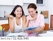 Купить «Woman rejoicing of daughter», фото № 32426945, снято 9 июля 2018 г. (c) Яков Филимонов / Фотобанк Лори