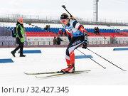 Sportswoman biathlete Elizaveta Eremeeva (Kamchatsky Territory) skiing on distance biathlon complex (2019 год). Редакционное фото, фотограф А. А. Пирагис / Фотобанк Лори