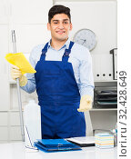 Man cleanaer is ready to clean the cabinet. Стоковое фото, фотограф Яков Филимонов / Фотобанк Лори