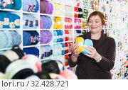Купить «Mature customer in yarn shop», фото № 32428721, снято 10 мая 2017 г. (c) Яков Филимонов / Фотобанк Лори