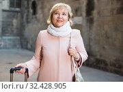 Купить «Female in the old city in scarf and coat», фото № 32428905, снято 27 ноября 2017 г. (c) Яков Филимонов / Фотобанк Лори